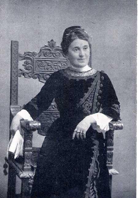 2b544bd5a8be8 Nominata in alcune indagini letterarie dei primi decenni del Novecento per  essere stata la prima allieva di Carducci nel l ateneo bolognese